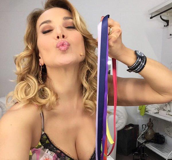 Barbara D'Urso commossa per gli auguri a sorpresa