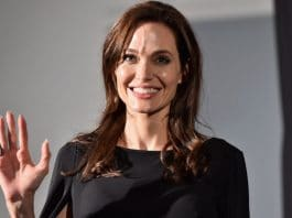 Angelina Jolie si fa eliminare i tattoo dedicati a Brad Pitt