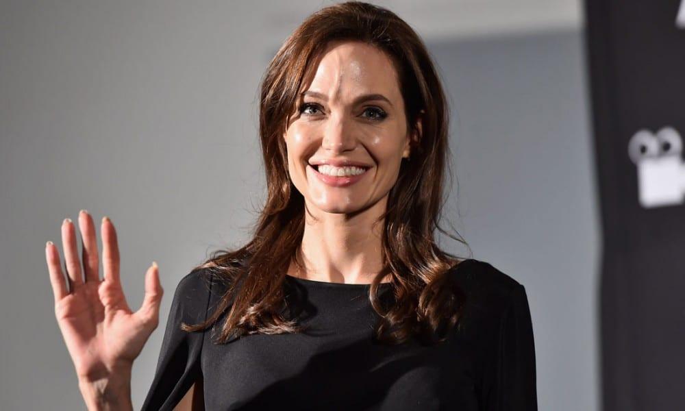 Ascoltati Angelina Jolie e figli — L'FBI indaga