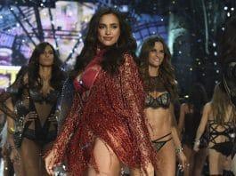 Irina Shayk è incinta? Così sembra dopo sfilata al Fashion Show di Parigi
